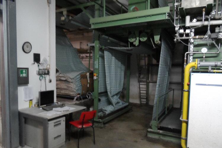 hier werden die Stoffbahnen getrocknet und gebügelt